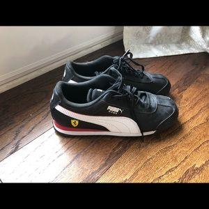 Boys PUMA tennis shoes 2.5
